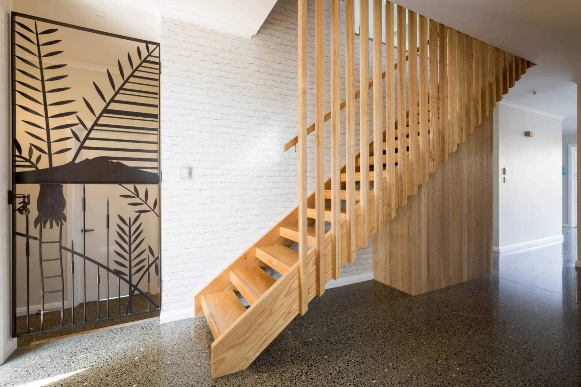Gl Is Por For A Modern Style And Wooden Barades Are Traditional Homes Timber Stairs